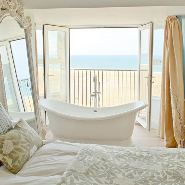 Bedrooms With Bathtub