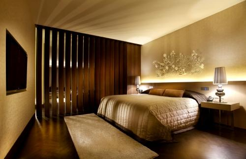 tips to decorate bedroom like best hotel room design
