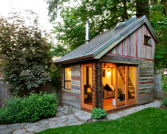 Build A Mini House In The Backyard
