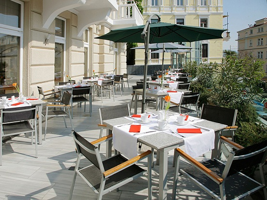 Restaurant Terrace Design