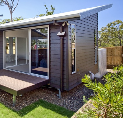 Modern weatherboard house design idea with glasses home for Modern weatherboard home designs