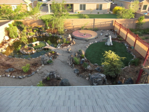 Small Garden Lawn Centerpiece Idea Pic